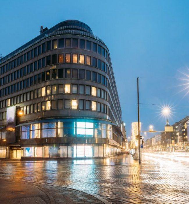 Kuopiolainen hotelli ulkoa kuvattuna